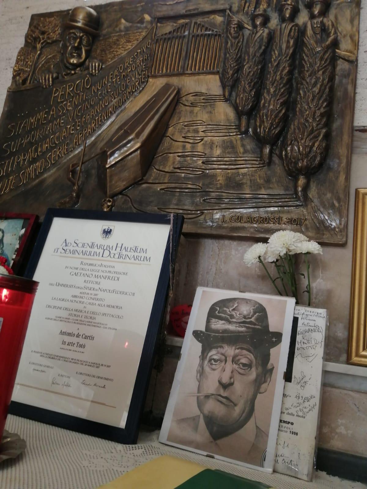 'A Livella, Ignazio Colagrossi omaggia la poesia di Totò in scultura commemorativa
