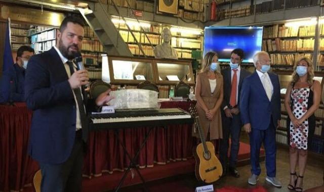 Strumenti musicali per i minori a rischio, artisti ed avvocati uniti dalla musica