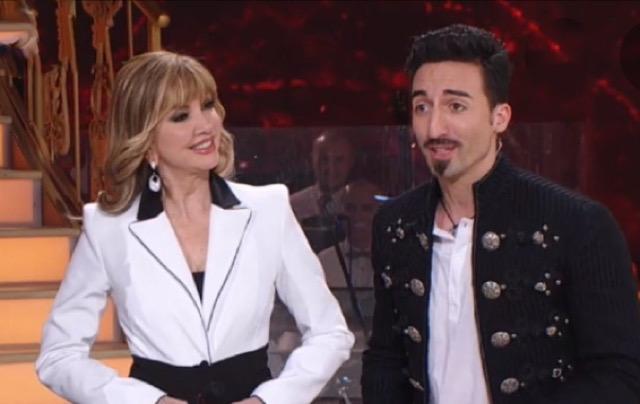 """Ballando con le stelle al giro di boa, Milly Carlucci """"Ballerina per una notte"""" con Samuel Peron!"""