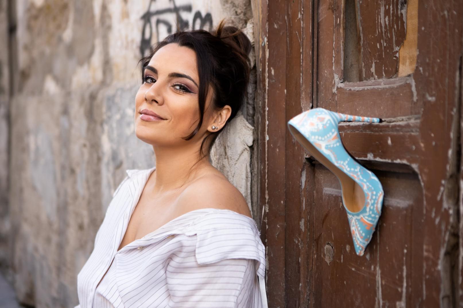 'Cenerentola è nata a Napule', la fiaba in musica di Rosa Chiodo tra anima e voce