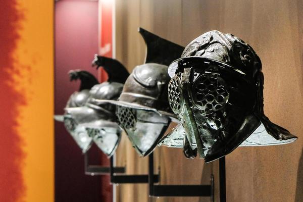 Gladiatori al MANN, storie ed abitudini di antichi eroi in mostra con 160 reperti